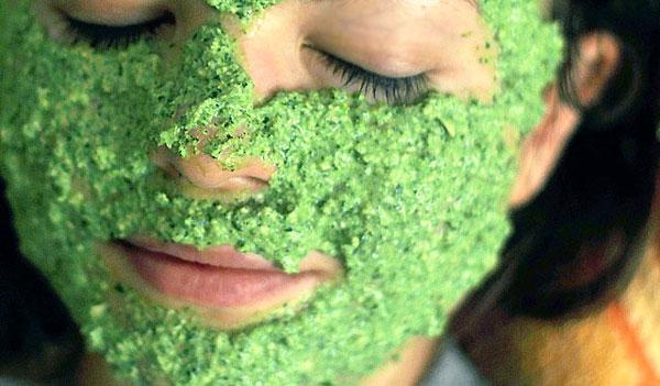 маска из петрушки осветлит кожу